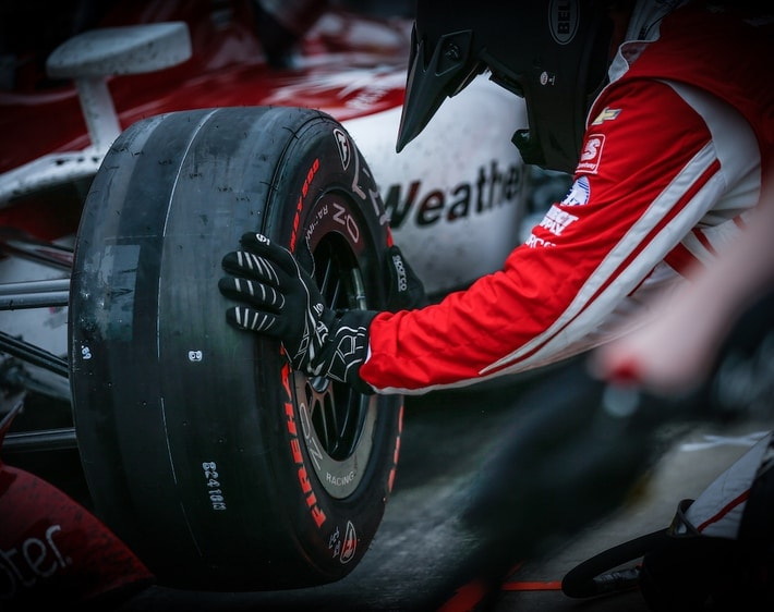 Changing a Firestone racing tire