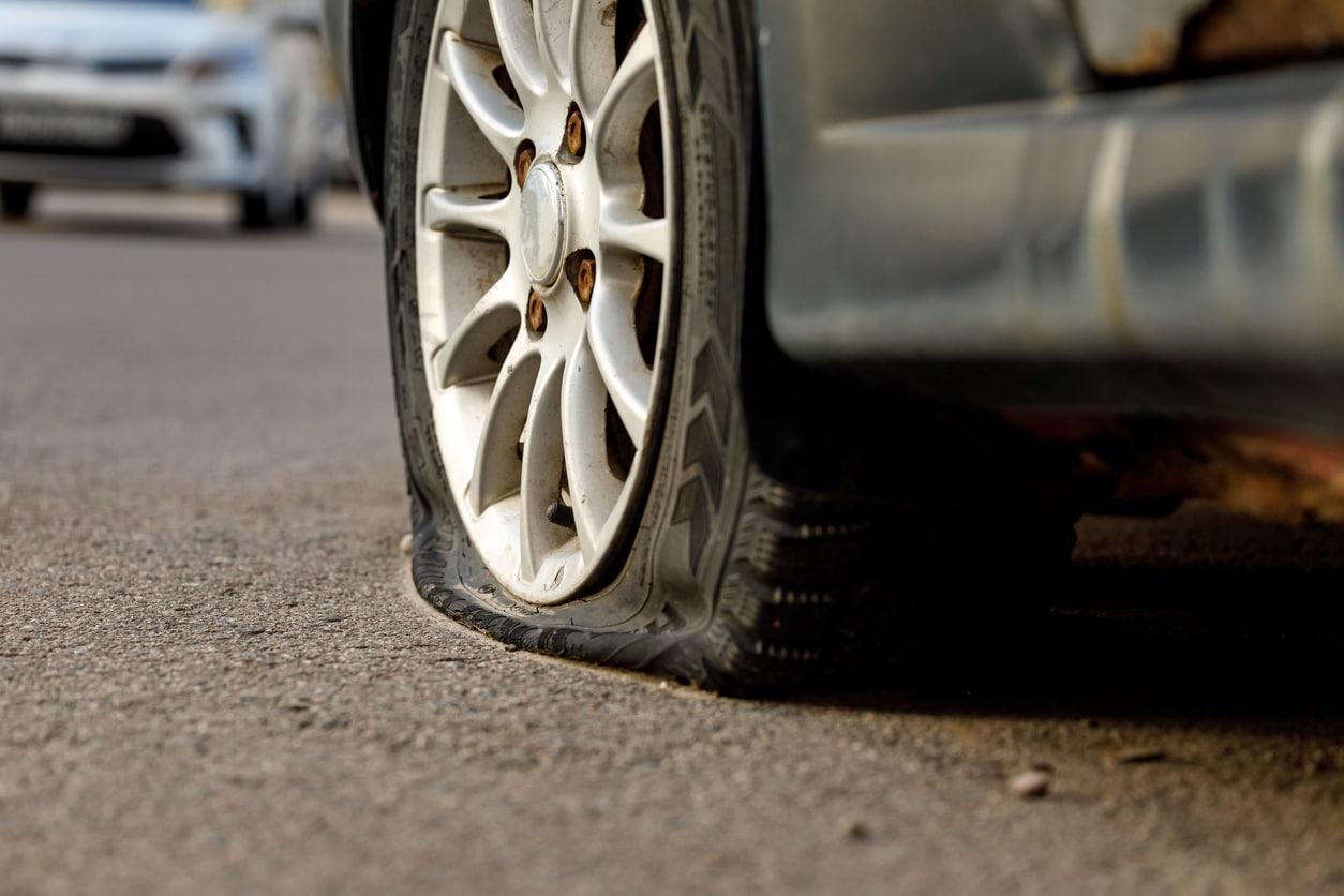 扁平轮胎的图像